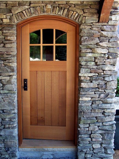 entry_door_curved_in_stone